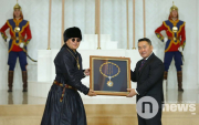 Producer receives Order of Chinggis Khaan on behalf of the 'Hu'