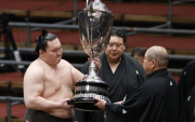Hakuho outlasts Kakuryu to claim record 44th Emperor's Cup