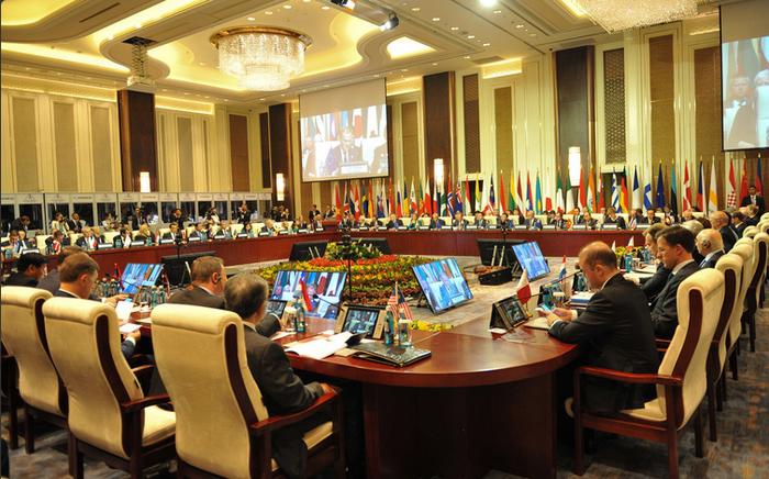 АСЕМ11-д Ази, Европын 51 орон, Европын холбоо болон АСЕАН-ы 4000 гаруй төлөөлөгч, мөн энэ үйл ажиллагааг сурвалжлахаар 600 гаруй сэтгүүлч Монголд зочлов. Төрийн ордон, 2016.07.15