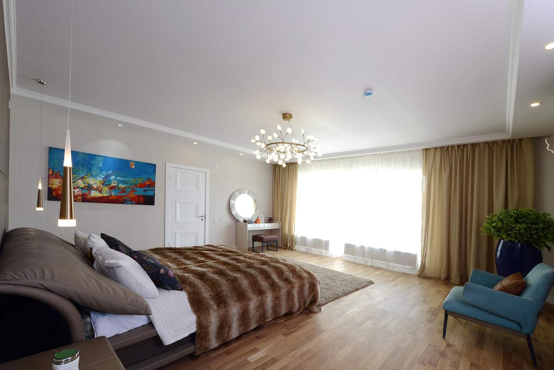 Хувцасны болон ариун цэврийн өрөөтэй шууд холбогдсон мастер унтлагын өрөө