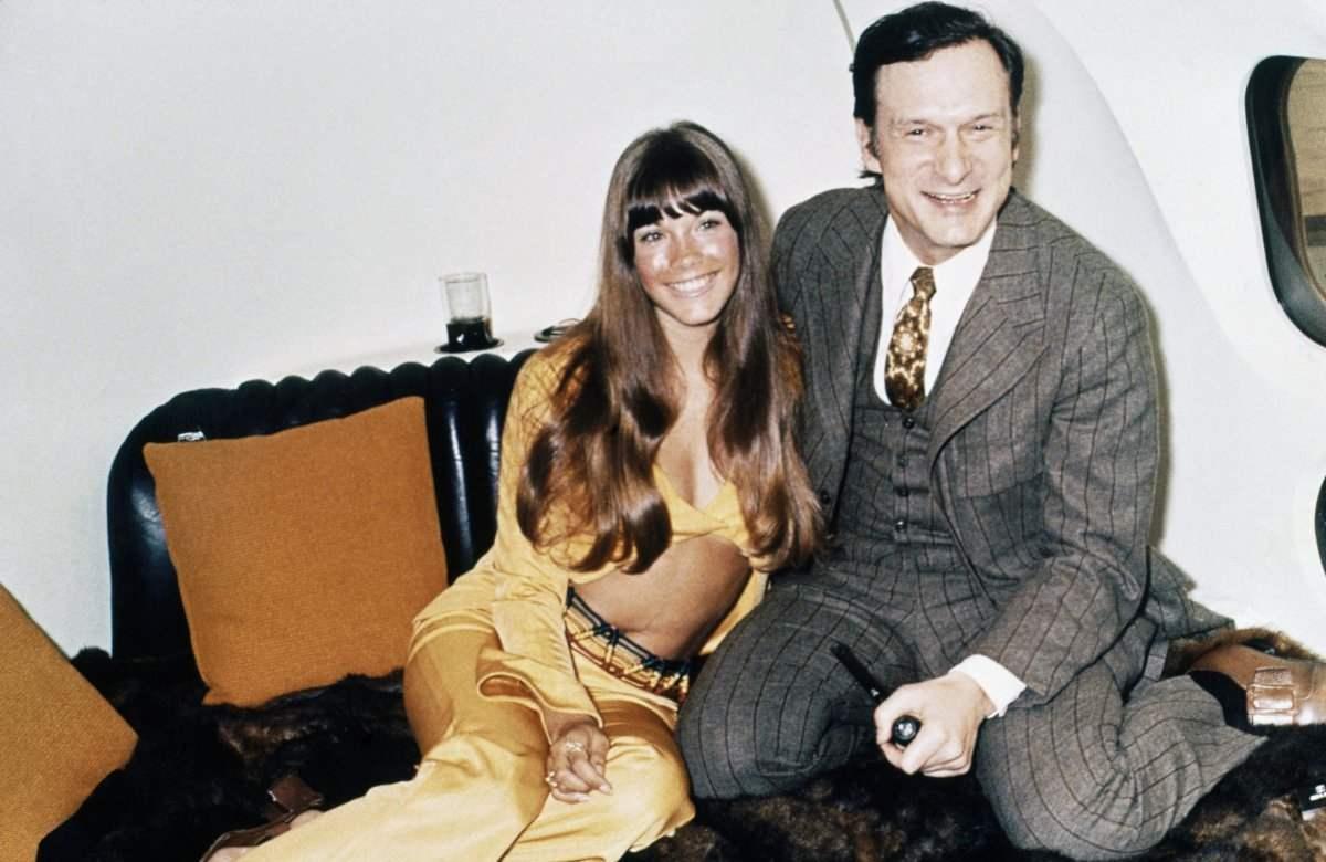 Бентон, Хефнер нар Big Bunny онгоц доторх унтлагын өрөөндөө. 1970 он.