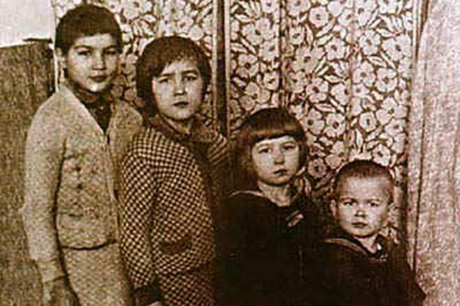 Алдарт балетчин Рудольф Нуреев гурван эгчтэй, айлын бага хүү