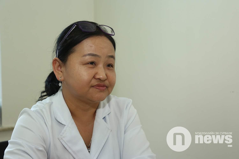 Сүхбаатар дүүргийн өрхийн эрүүл мэндийн төвийн вакцины сувилагч Б.Долгоржав