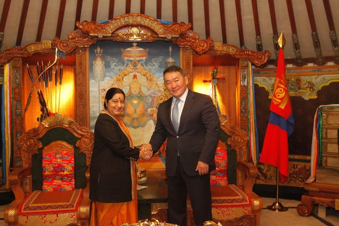 Энэтхэг улсын Гадаад хэргийн сайд Сушма Свараж болон Монгол Улсын Ерөнхийлөгч Х. Баттулга