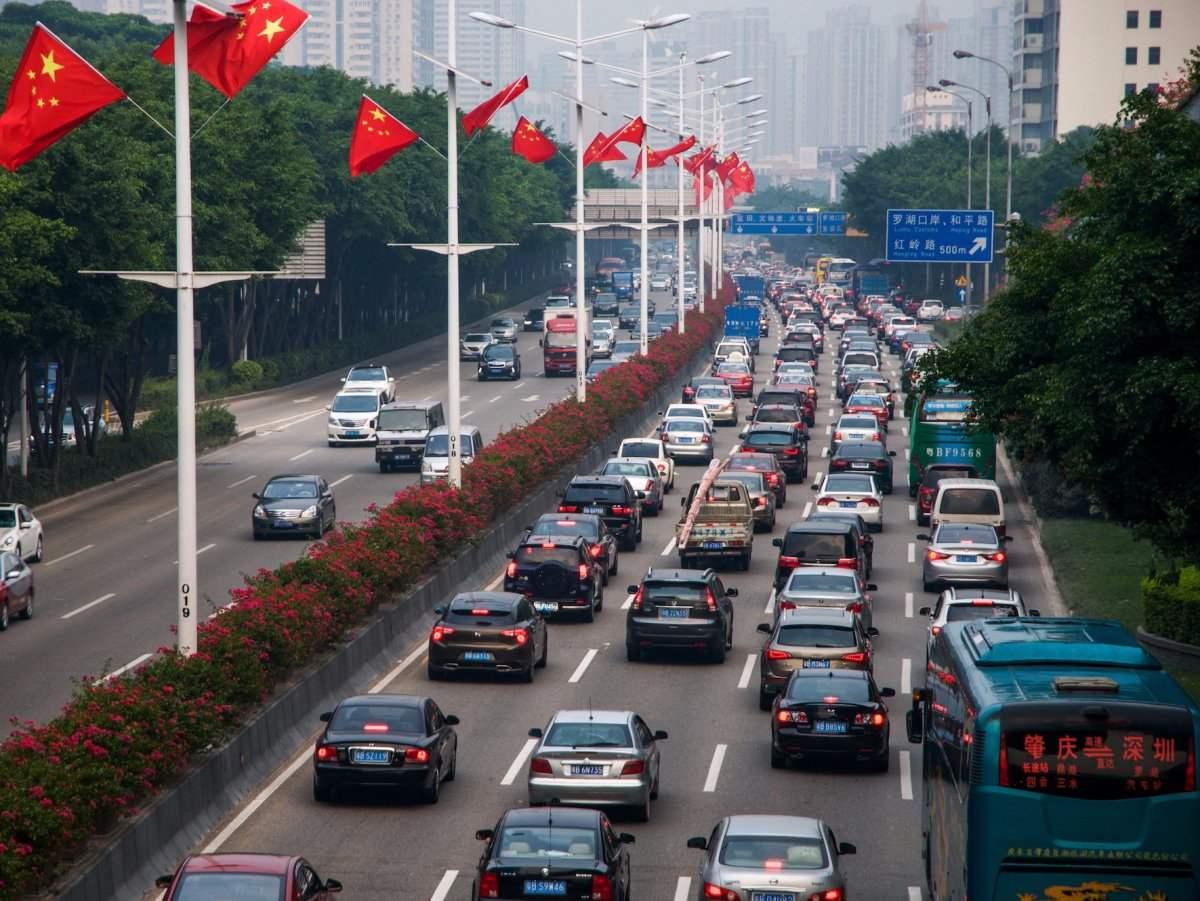 Агаарын бохирдлоор дэлхийг тэргүүлэх болсон Хятад улс цахилгаан автомашины худалдааг дэмжихээ илэрхийлсэн боловч тодорхой хугацаа заагаагүй байна.