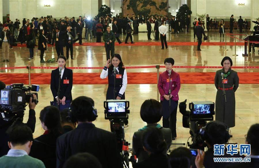 Зүүн гар талаас Төлөөлөгч Үмин Ся, Төлөөлөгч Дү Ютао, Төлөөлөгч Мен Ман, Төлөөлөгч Лү Ли Ан.