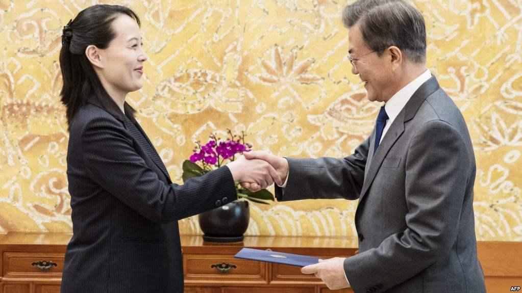 Ким Ёо Жон Өмнөд Солонгосын ерөнхийлөгч Мун Жэ Интэй уулзав