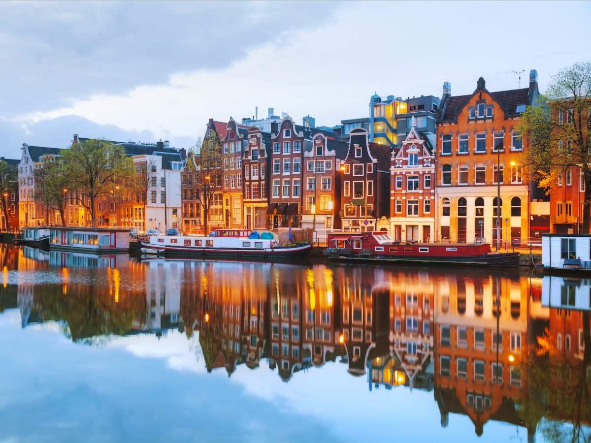 Нидерланд 2035 оноос зөвхөн цахилгаан автомашин худалдаж эхлэх зорилт тавьжээ.