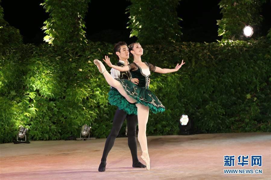 БНХАУ-ын бүжигчин Ли Си И, Чан Синуо