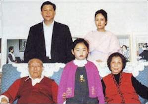 Си Жиньпин эцэг, эх, эхнэр бас охины хамт