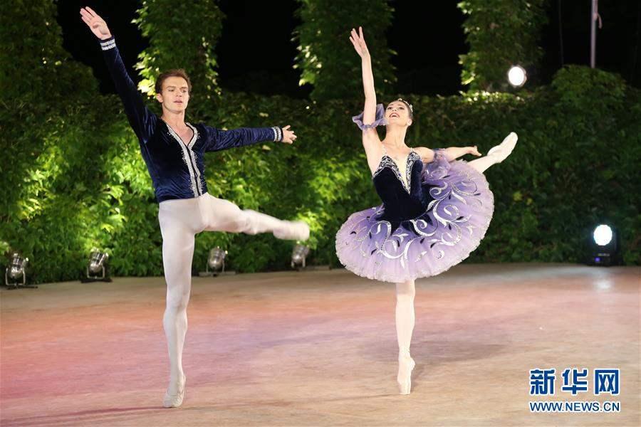 АНУ-ын бүжигчид