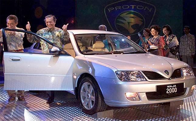 Мохатхир Мохамад Малайзад үйлдвэрлэсэн Proton Waja машины танилцуулга дээр. 2018 оны тавдугаар сар  Фото: Zainal Abd Halim / Reuters