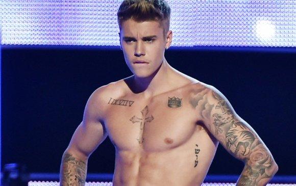 Justin Bieber шивээс хийлгэжээ