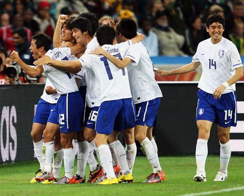 БНСУ Аргентинийг дагаж шөвгийн 16-д шалгарлаа