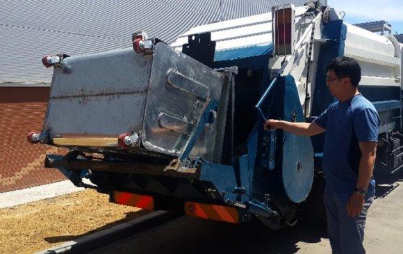 Хог хаягдлыг автомат ачих төхөөрөмжөөр тоноглогдсон машинаар ачиж эхэллээ