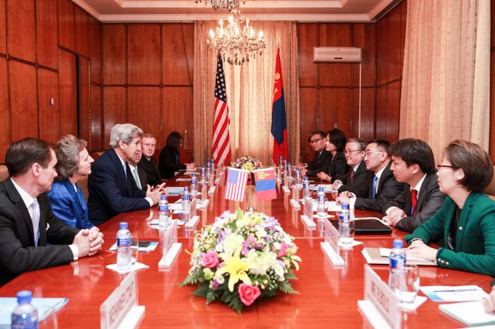 Жон Керри: Дэлхийн иргэн байх үүргээ Монгол биелүүлж байна
