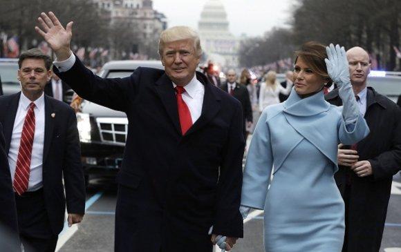 """Трампын """"чанга тэврэлт""""-ээс айгаагүй хүүхнүүд"""