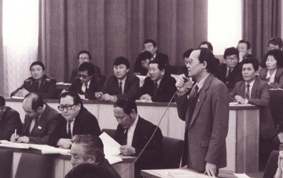 Олон намын оролцоотой анхны ардчилсан сонгууль болов (1990.07.29)