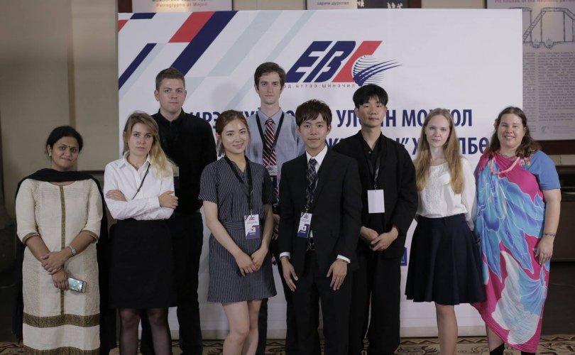 Ирээдүйн судлаачид Монголын түүхийг судалж байна