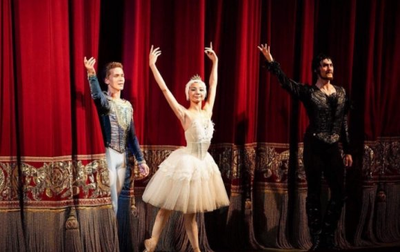 Монголын балетчин олон улсын тэмцээнээс шагнал хүртлээ