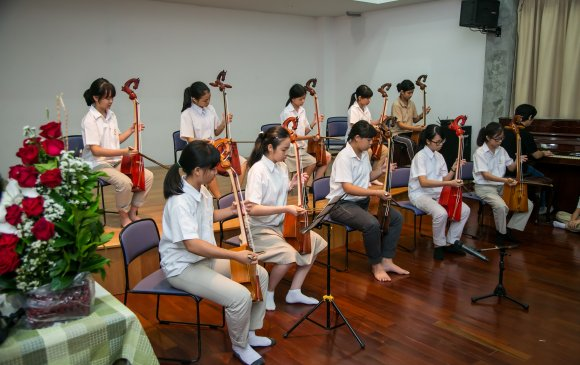 Тайландын хүүхдүүд морин хуур сурч тайлан тоглолтоо хийв