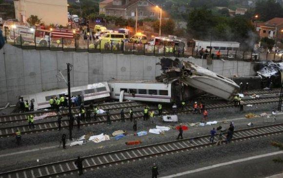 Хятадын вагон осолдож, 36 хүн амь үрэгджээ
