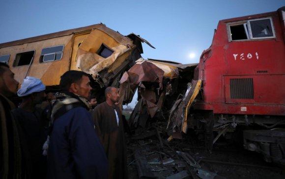Египетэд галт тэрэг мөргөлдөж, 36 иргэн нас барав