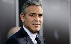 Жорж Клуни Сирийн дүрвэгч хүүхдүүдэд хандив өргөлөө