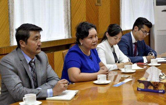 БНСУ-ын Жон Сон Гон сумын төлөөлөгчдийг хүлээн авч уулзлаа