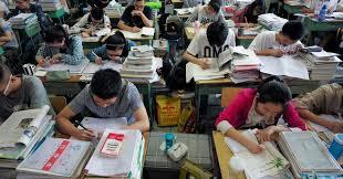 Ядуу айлын сурлагатай хүүхдүүд их, дээд сургуульд элсэх нь ихэсчээ