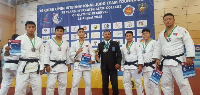 Жудо бөхийн Залуучуудын багийн аварга шалгаруулах тэмцээнээс хүрэл медаль хүртлээ