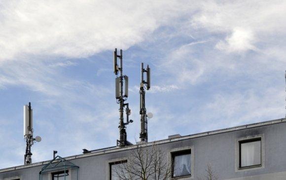 Сургууль, цэцэрлэгийн дээвэр дээрх үүрэн телефоны антеныг буулгана