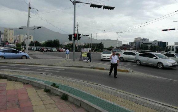 120-ын уулзвараас Яармагийн гүүр хүртэлх авто замд сэрэмжлүүлэх самбар байршуулжээ