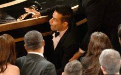 """""""Оскар""""-ын эзэн Рами Малек тайзнаас унажээ"""