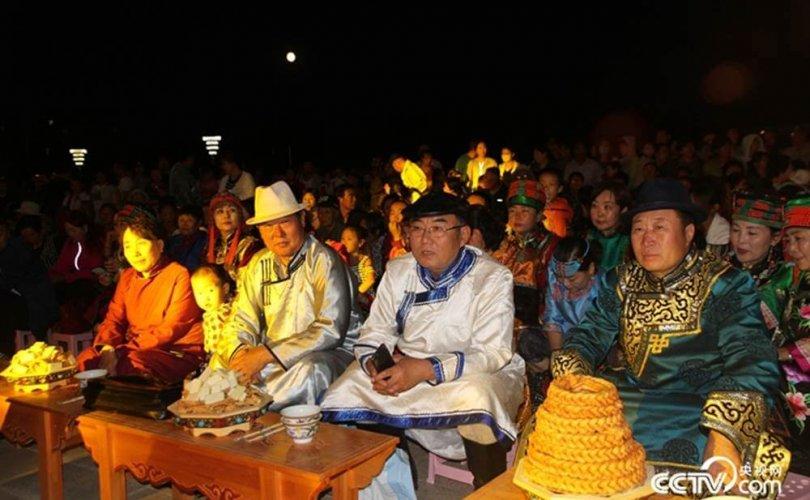 Баарин монголчуудын соёлын наадам эхэллээ