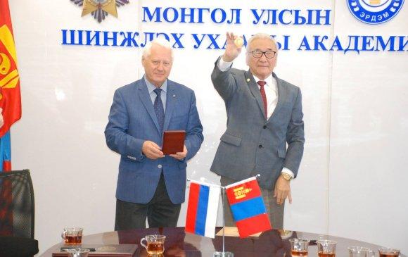 С.М.Пржевальскийн нэрэмжит хүндэтгэлийн алтан медалийг Д.Доржготовт олгов