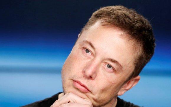 """Илон Муск """"Tesla"""" компаниа хувийн болгохгүй байхаар шийджээ"""