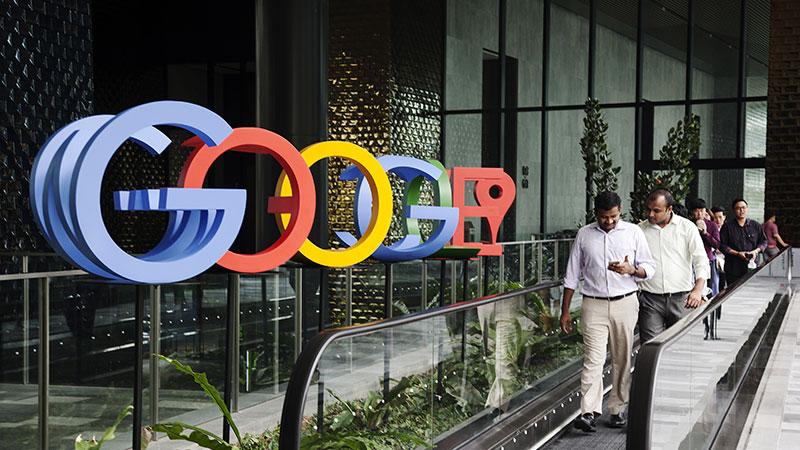 Трамп нэр хүндэд нь халдсан гэж Google компанийг буруутгажээ