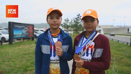 Ихэр охид хос медаль хүртлээ