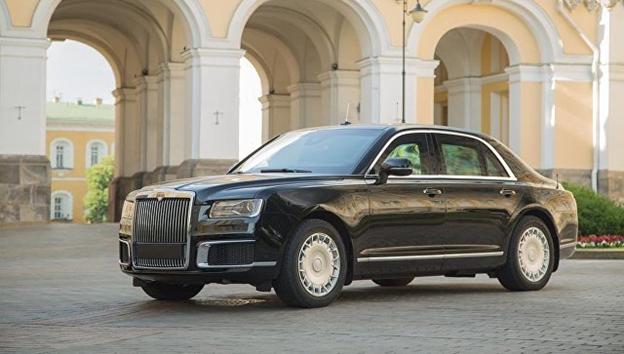 Оросын Aurus брэндийн машиныг албан ёсоор танилцууллаа