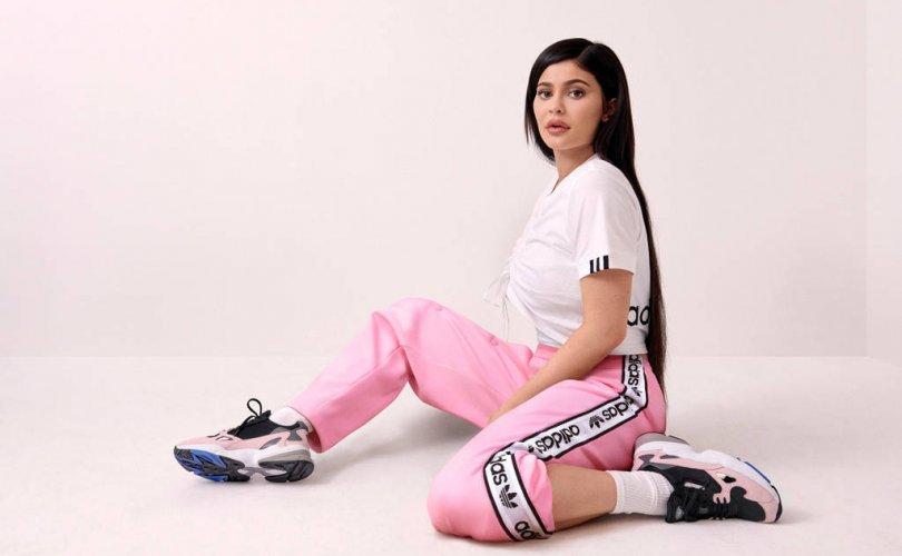 Adidas компани Originals Falcon Dorf  пүүзээ гаргалаа