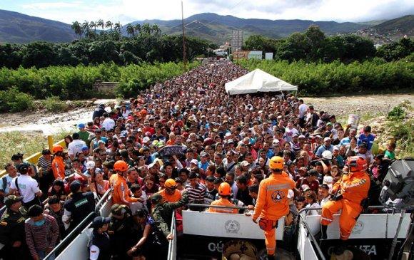 Венесуэлийн дүрвэгчид хямрал болгоход хүргэж байна