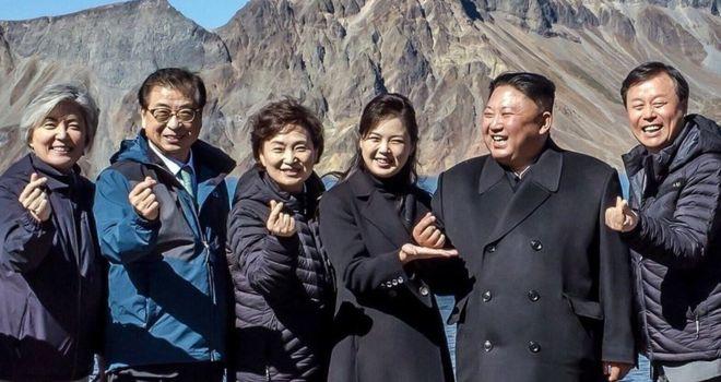 Ким Жон Уны хуруун зүрх юуг илэрхийлэв?