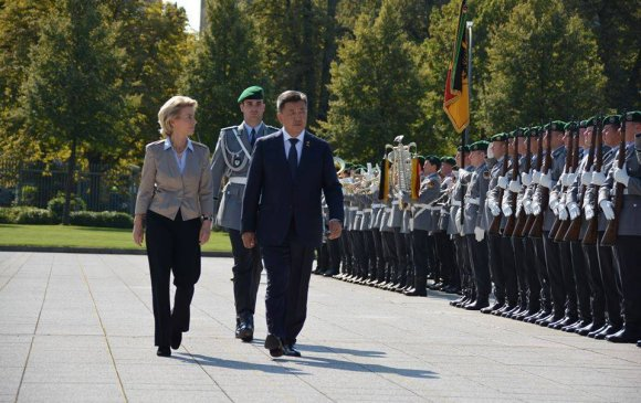 Батлан хамгаалахын сайд Н.Энхболд Германд айлчилж байна