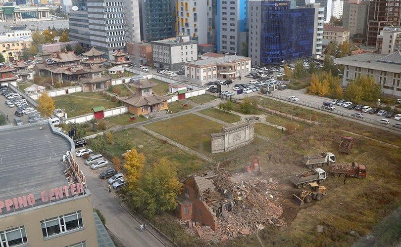 Чойжин ламын сүм музейн хамгаалалтын бүсэд баригдсан барилгыг албадан буулгалаа
