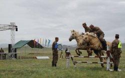 """""""Аравт"""" уралдаан монгол цэргийн тэвчээр, монгол морины шандсыг сорив"""