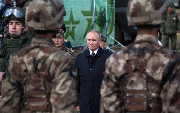 Владимир Путин Монголын хоёр офицерыг шагнажээ