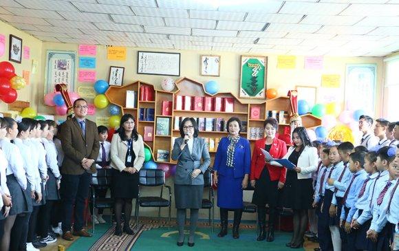 ХХБанк ерөнхий боловсролын 65-р сургуулийн номын санг тохижуулж өглөө