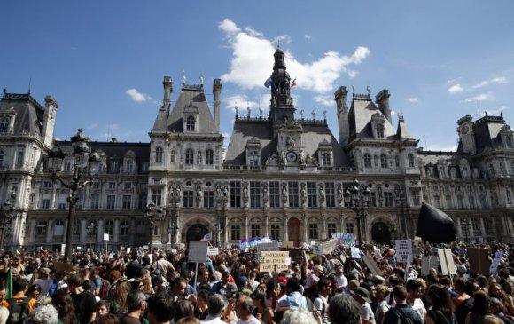 20 мянган хүн уур амьсгалын өөрчлөлтийн эсрэг жагсав