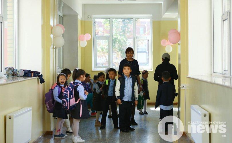 Сургууль, цэцэрлэгийн орчинд ухаалаг гар утас ашиглахыг хориглоно